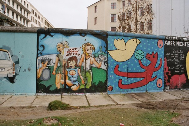 Berlin_wall_part_near_Potsdamer_Platz_western_side_december_2004